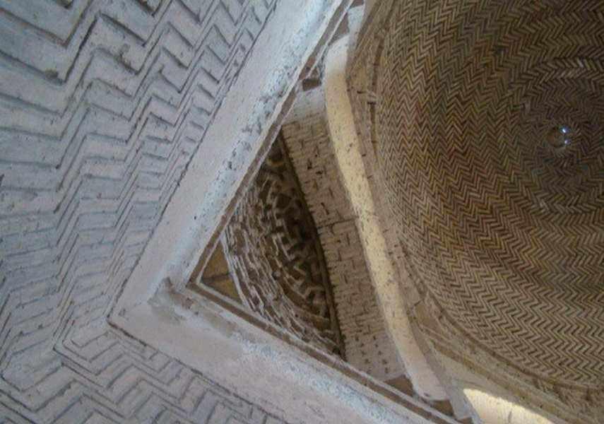 محوطه تاریخی سنگ بست و مقبره ارسلان جاذب