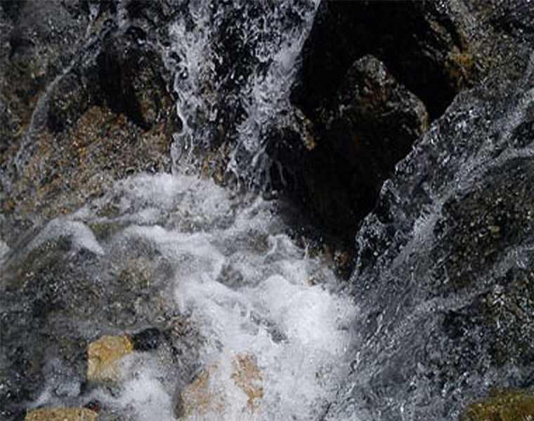 آبشار اسطرخی