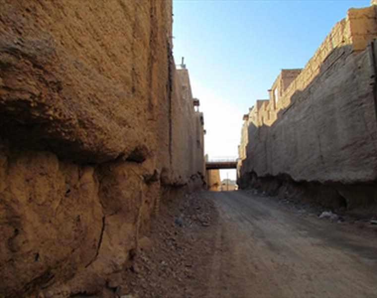 خندق های سنگی قلعه سرورخان