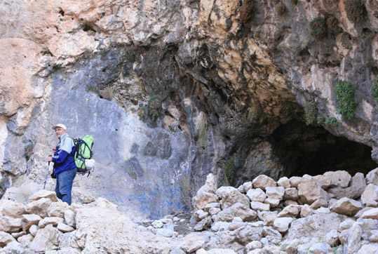 غار پبده (محل زندگی انسان های اولیه)