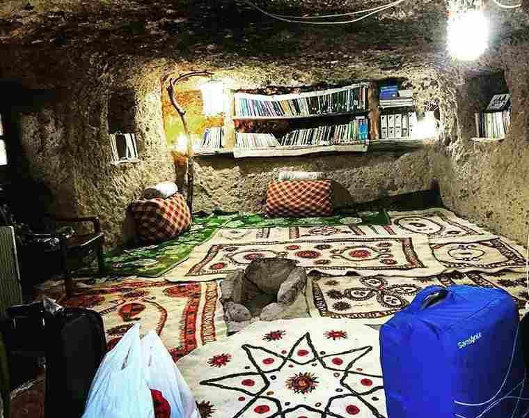 اقامتگاه بوم گردی میمند شهر بابک، اقامتگاهی صخره ای