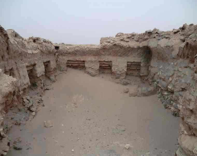 قلعه سنگی ده حیدر انار