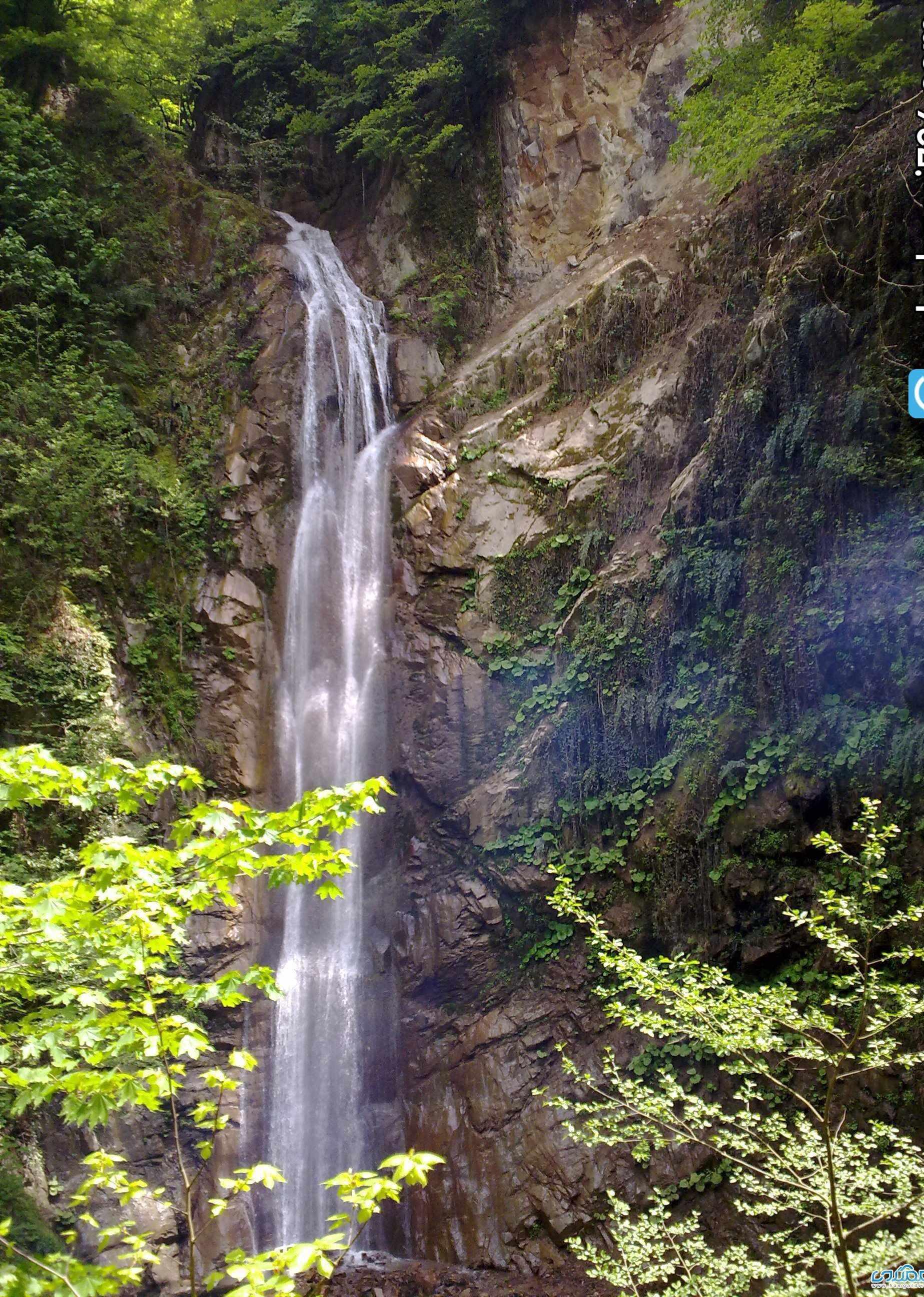 آبشار شادان، یکی از بزرگتری آبشارهای گلستان