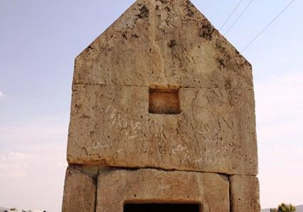 گوردختر، قبری از خاندان کورش کبیر