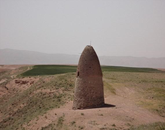 میل خوئین، بنایی خاص در روستایی تاریخی