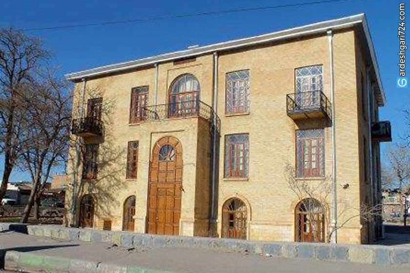 عمارت دارایی زنجان، موزه هنرهای سنتی و صنایع دستی
