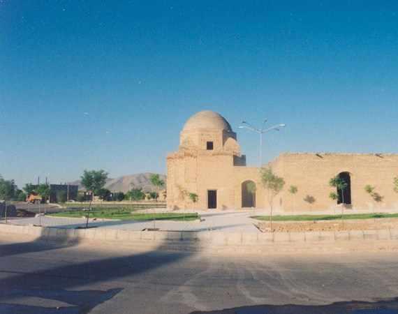 بقعه پیر احمد زهرنوش، مدفنی از جنس تاریخ