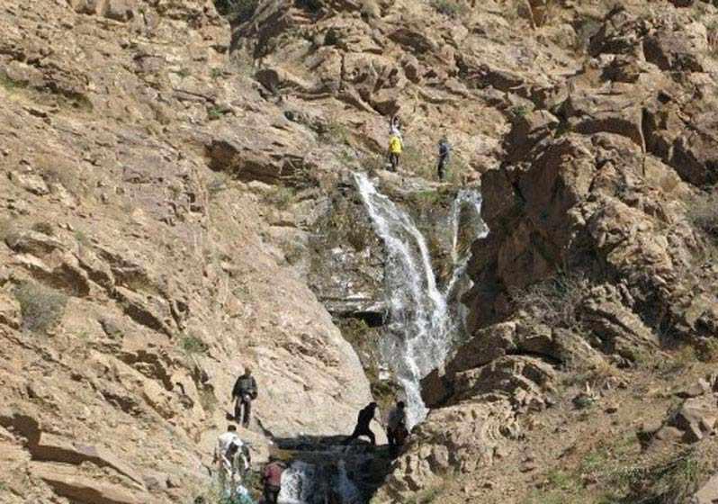آبشار برگ جهان