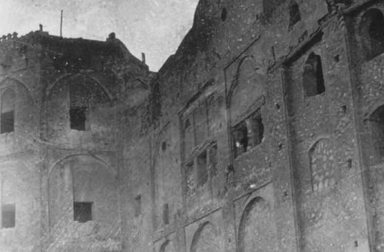 برجی از قلعه خورموج