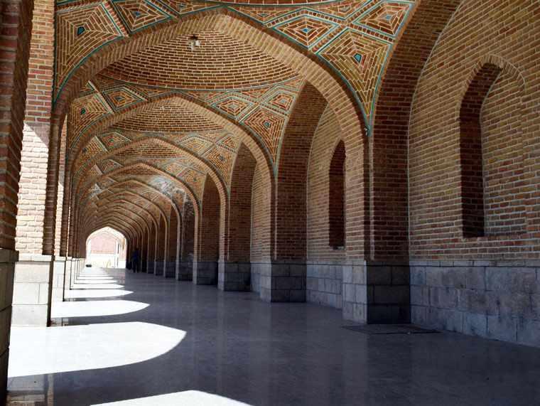مسجد کبود تبریز، نگین لاجوردی ایران