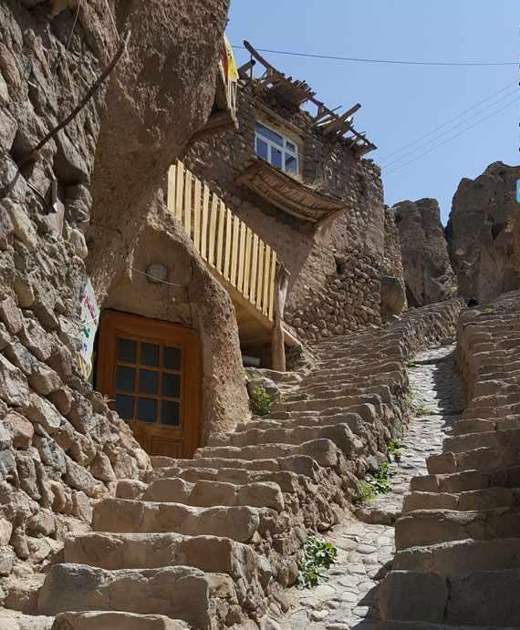 روستای کندوان، تنها روستای صخره ای و مسکونی جهان
