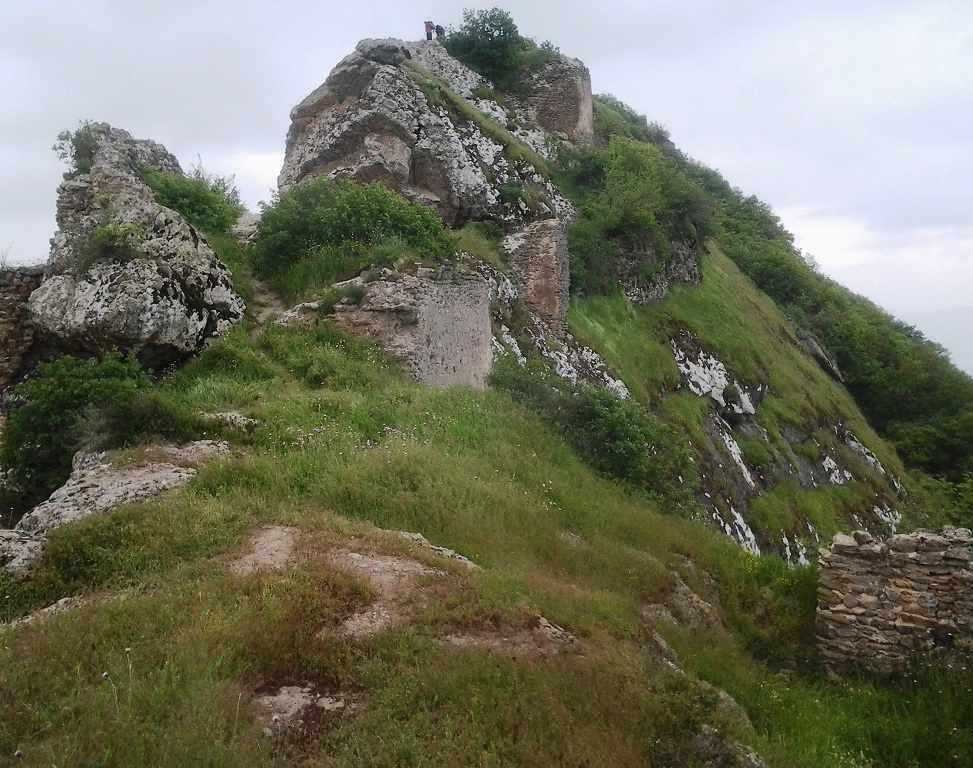 قلعه آوارسین، قلعه ای در دل جنگل های خداآفرین