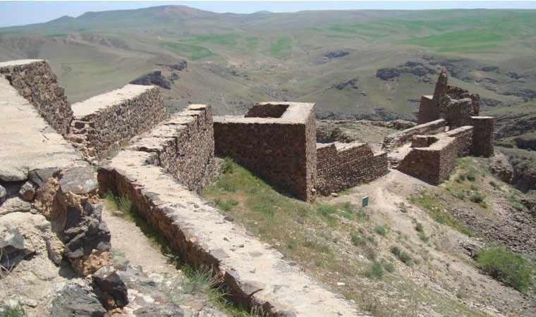قلعه ضحاک، معجونی از تاریخ و افسانه