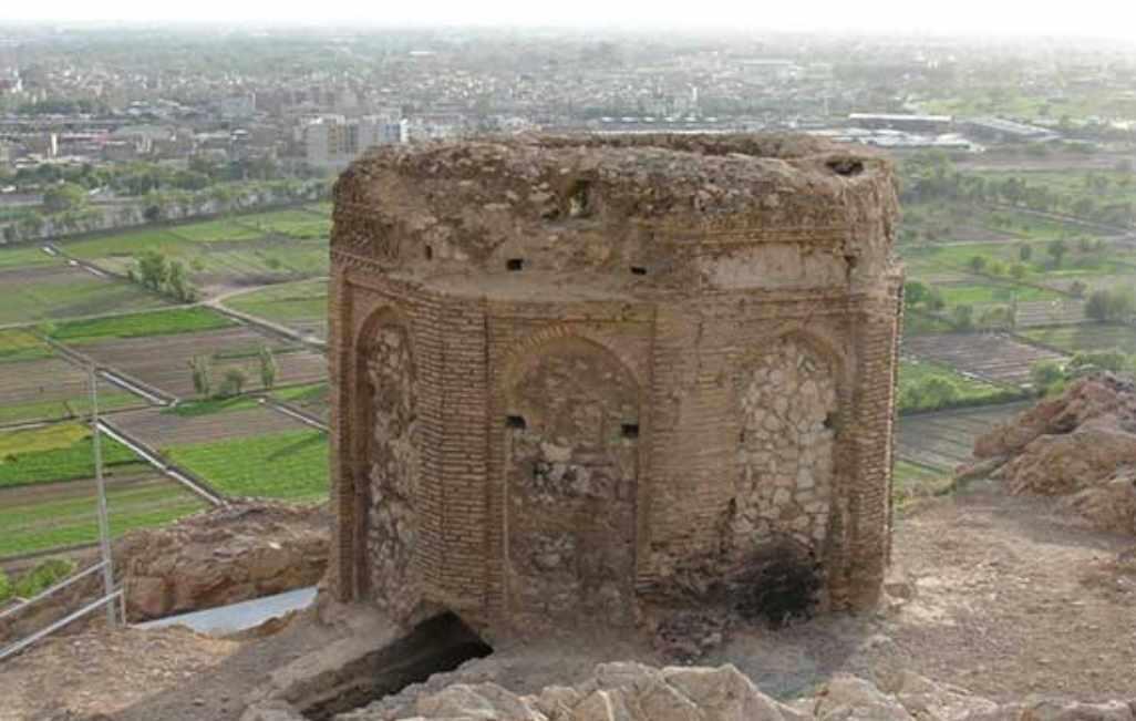 برج نقاره خانه، برجی با هویت نامشخصی