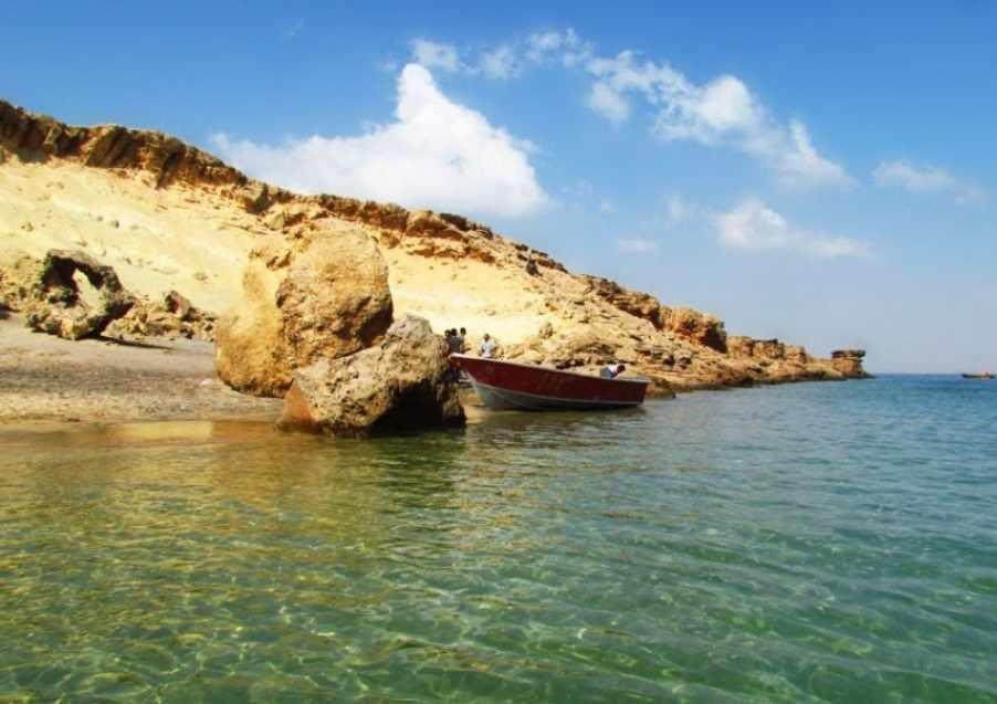 جزیره هنگام، سکونت گاه دلفین ها و ماهی های رنگی آکواریومی