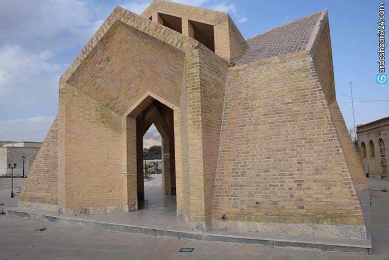 آرامگاه میرزا احمد نی ریزی