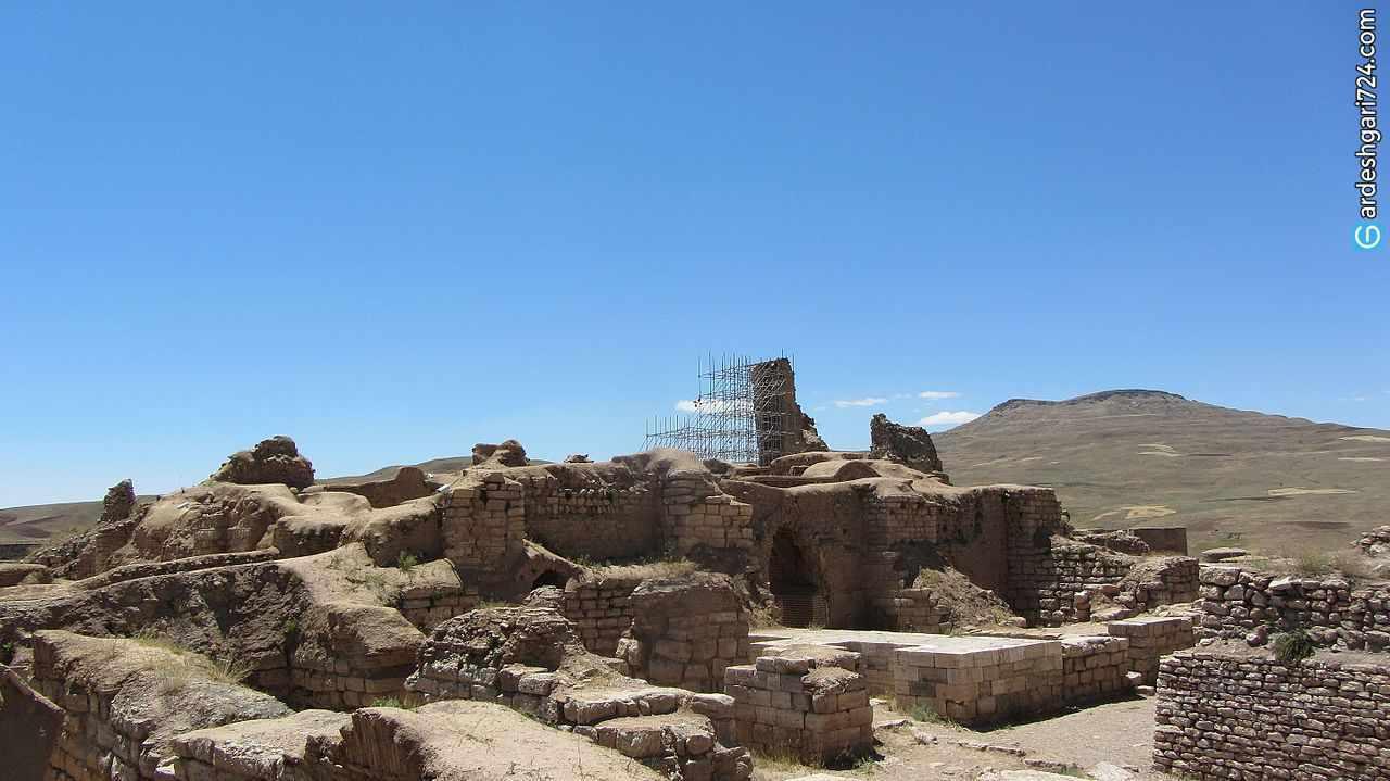 تخت سلیمان، معبد آناهیتا