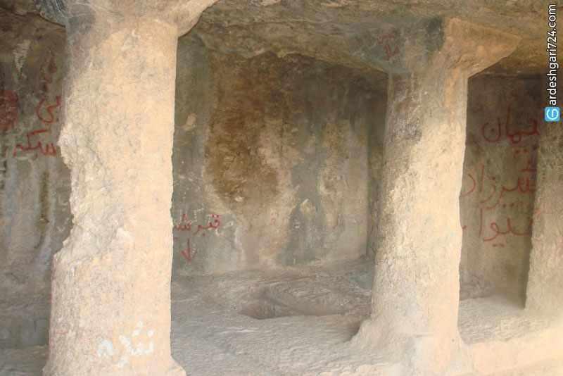 غار فخریگاه، فقرگاه