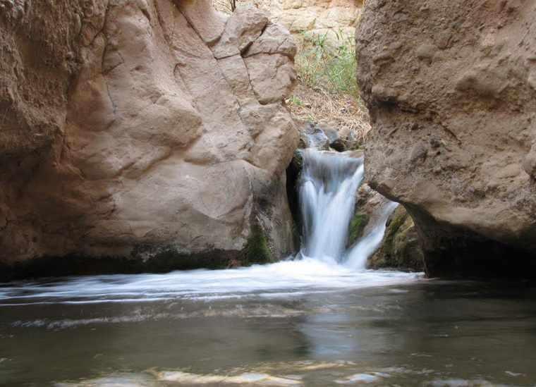 آبشار زیبای نوقاهان
