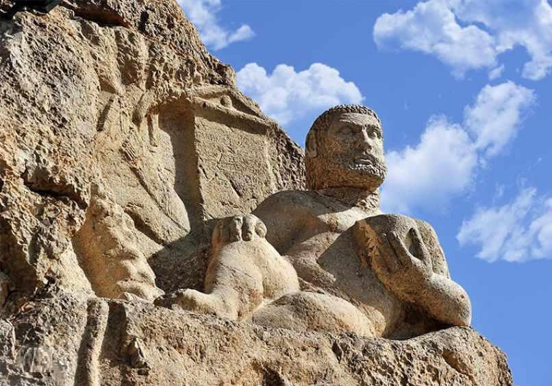 مجسمه هرکول یکی از آثار تاریخی استان کرمانشاه است.مجسمه هرکول متعلق به دوران سلوکیان است.