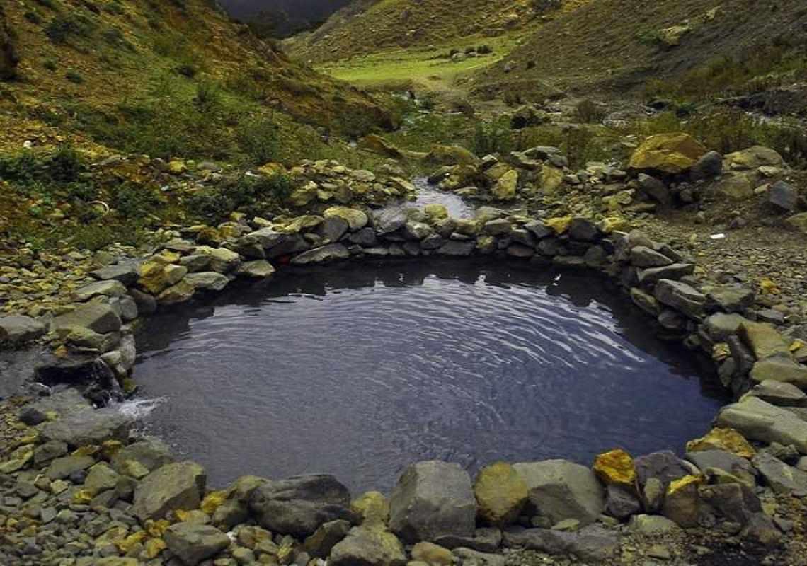 چشمه های آب گرم دهلران مهم ترین چشمه های آب استان ایلام است آب گرم دهلران در 3کیلومتری شهر دهلران و در دامنه کوه سیاه کوه قرار دارد