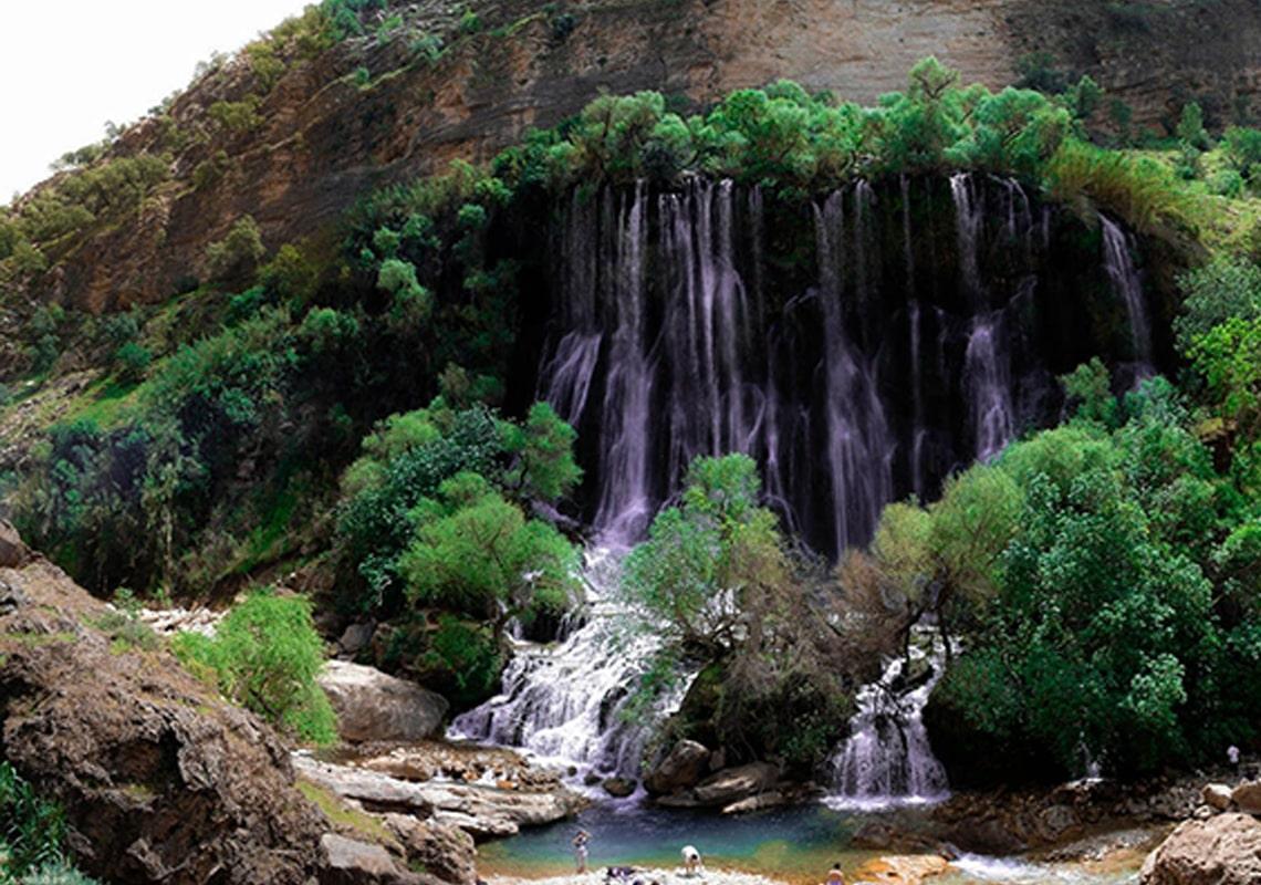 تصویری از نمای نزدیک آبشارشوی