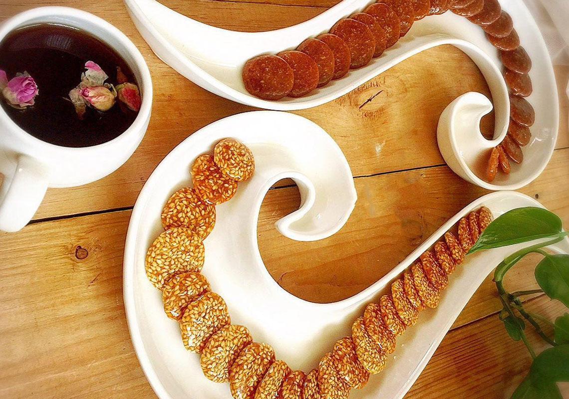 سوغات تبریز شیرینی کنجدی
